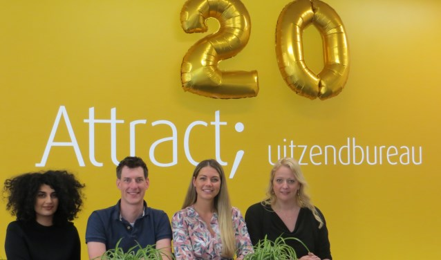 Team Enschede (vlnr: Liza Kaplan, Jelle Smedes, Robin de Vos en Raymunda Surendonk) heet iedereen welkom aan de Beltstraat 116.