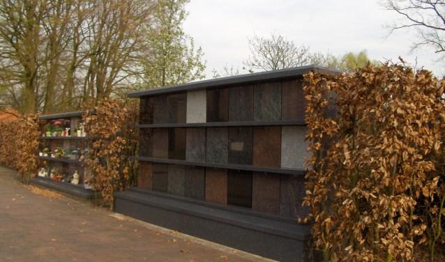 De R.K. Begraafplaats in Losser is voorzien van een tweede urnenmuur.