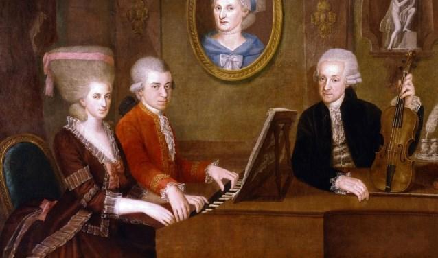 Wolgang Amadeus Mozart in het gezelschap van zijn zus Maria Anna (Nannerl) en vader Johann Georg Leopold Mozart.