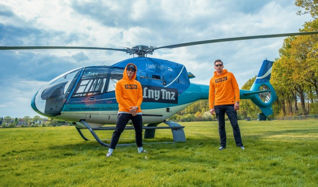 Direct na een tour door Azië, werden de LNY TNZ met een helikopter naar vier Koningsdagfestivals gevlogen. En het houdt niet op: deze maand touren ze door Amerika en Azië. (Foto: Valentin Remy)