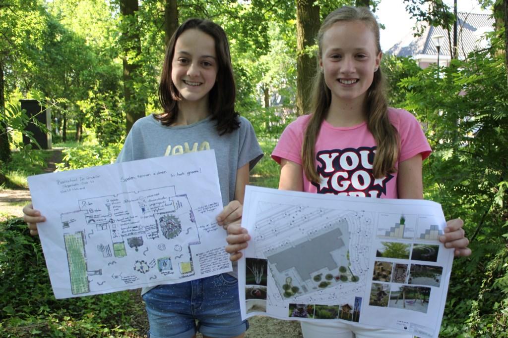Maud (l) en Lotte (r) wonnen met hun idee de wedstrijd van Du Pré Groenprojecten en nu wordt hun tekening werkelijkheid.