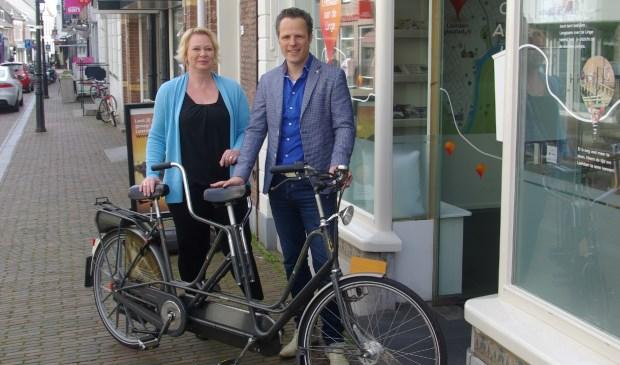 Lidia van Ingen en Rutger van Stappershoef, het nieuwe duo Stadsmanagement- en marketing in Leerdam. Foto: Anton van Balveren