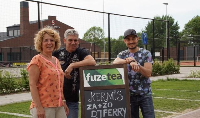Anjo Verbeek, Stijn Schouten en Martin Cocev organiseren van 19 tot en met 21 mei de eerste editie van de Pinksterkermis bij MFC De Steen in Heerewaarden.