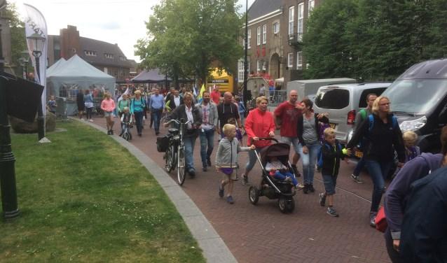 De Wandelkring DIO organiseert dit jaar voor de zestigste keer de Avondwandelvierdaagse, het wandelfestijn waaraan jaarlijks ruim 2400 wandelaars deelnemen. Men is dringend op zoek naar vrijwilligers.