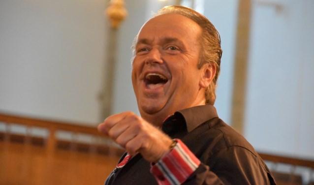 De bekende dirigent Martin Mans is zojuist gestart met een nieuw mannenkoor op projectbasis dat luistert naar de naam Groot Mannenkoor Midden-Nederland.
