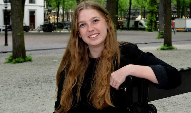 De Deense Lotte Thrane, op het Lange Voorhout, studeert internationaal en Europees recht. (Foto: Jos van Leeuwen)