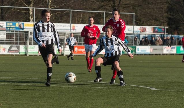 VV Elspeet pakte zaterdag de laatste strohalm in de strijd tegen degradatie uit de derde klasse. De promovendus won met 2-1 van Batavia. Op de laatste speeldag is Hulshorst de tegenstander.