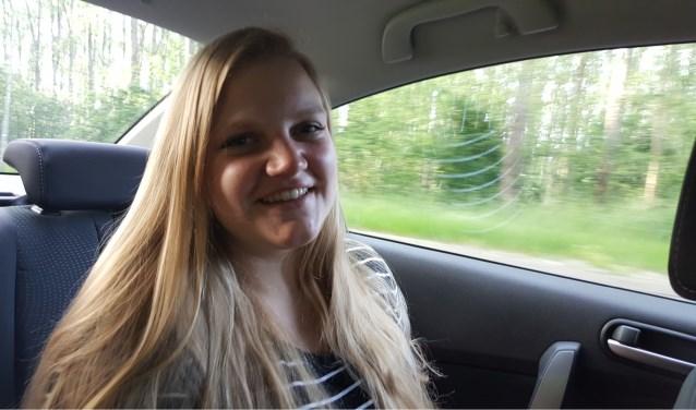 De 22-jarige Romy Cremers uit Tilburg studeert Sociaal Maatschappelijk Dienstverlener aan het ROC. Tijdens haar stageperiode merkte ze dat er in de zorg te weinig tijd is om persoonlijke aandacht te besteden aan ouderen.