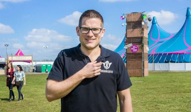 Tom van Sprang uit Haaren is met 395 voorkeursstemmen in een klap in de Haarense gemeenteraad gekomen. De voorzitter van het Rebirth Festival in Haaren behaalde de meeste stemmen van zijn partij Samenwerking 95.