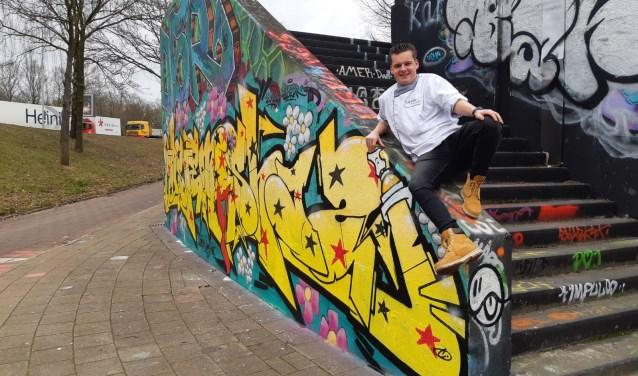 Patissierstudent Frenk Langenhuijsen haalde tijdens de MBO vakwedstrijd van Skills Heroes de bronzen medaille. Hij wist het thema 'Amsterdam streetart' goed te gebruiken in zijn heerlijke creaties.