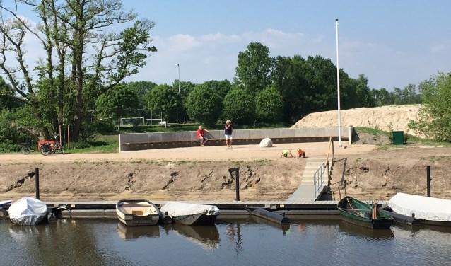 Het nieuwe haventje aan de Haarensedijk bij de Essche Stroom in Esch. Deze waterloop vormt de scheiding als Esch daadwerkelijk zou worden opgesplitst in een Vughts en Boxtels deel. Veel inwoners in Esch zijn daarop tegen en willen dat Esch ongedeeld blijft.   Foto:  © Persgroep