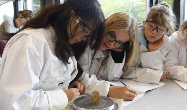 Leerlingen die willen instromen in jaar 2, 3 of 4 kunnen zich inschrijven voor het nieuwe schooljaar via www.sjm.nl.