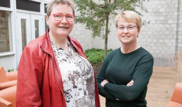 """Martie Ottens (links) en Joke van Voorst: """"Het werk van de geestelijke verzorging in het ziekenhuis is nog niet altijd duidelijk."""" (Foto Frederike Slieker)"""
