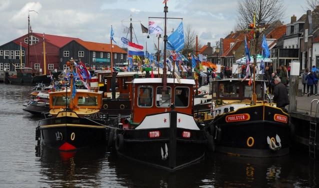 De sleepboten komen in alle soorten en maten naar de haven van Elburg: van boten van vijf meter tot boten van meer dan twintig meter lang.