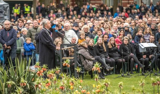 Burgemeester Henk Jan Meijer spreekt ook dit jaar bij het monument in het Ter Pelkwijkpark. (foto: Frans Paalman)