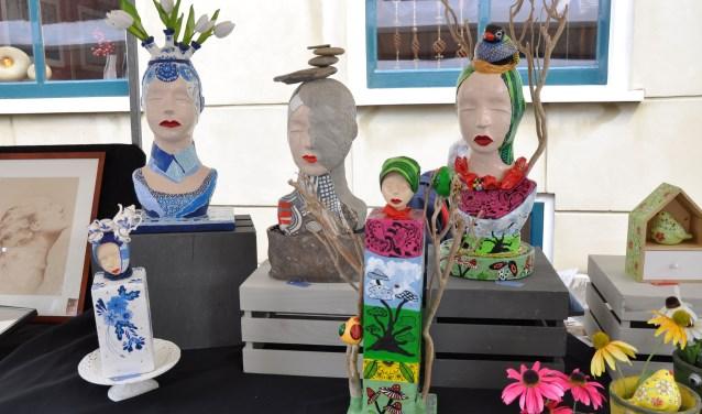 Ruim vijftig kunstenaars uit het hele land komen zaterdag 26 mei naar de door Rond Uit Hattem georganiseerde Kunstmarkt die omlijst wordt met tal van andere activiteiten als een schilderwedstrijd en muziek.