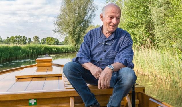 Frans Poelman is schipper van de Enterse Zomp. Zijn idee om de jeugd te betrekken bij het herstelproject van de Regge werd zeer positief ontvangen door Waterschap Vechtstromen. Foto: Paulien Wilkinson