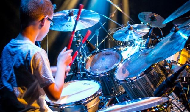 """De drumshow van QPercussion Drum Academy in De Kroepoekfabriek. """"Leerlingen zijn al weken bezig om een nummer in te studeren."""""""