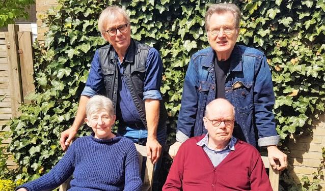 Niek Nieuwenhuijsen, Henk Roos, Tina Groen en Gerard de Bruin van The Young Ones.