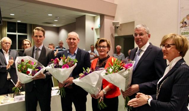 Het nieuwe college. Vlnr: Bart Porskanp (VVD), Jos Hoenderboom (CDA), Marieke Frank (CDA), Karel Bonsen (VVD) en burgemeester Annette Bronsvoort.
