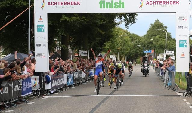 De winst van Wim Kleiman in de Ronde van de Achterhoek 2017. Of het evenement dit jaar ook werd gehouden was een tijd onzeker, maar het komt er alsnog. Foto: Sportfoto.nl/Dick Soepenberg
