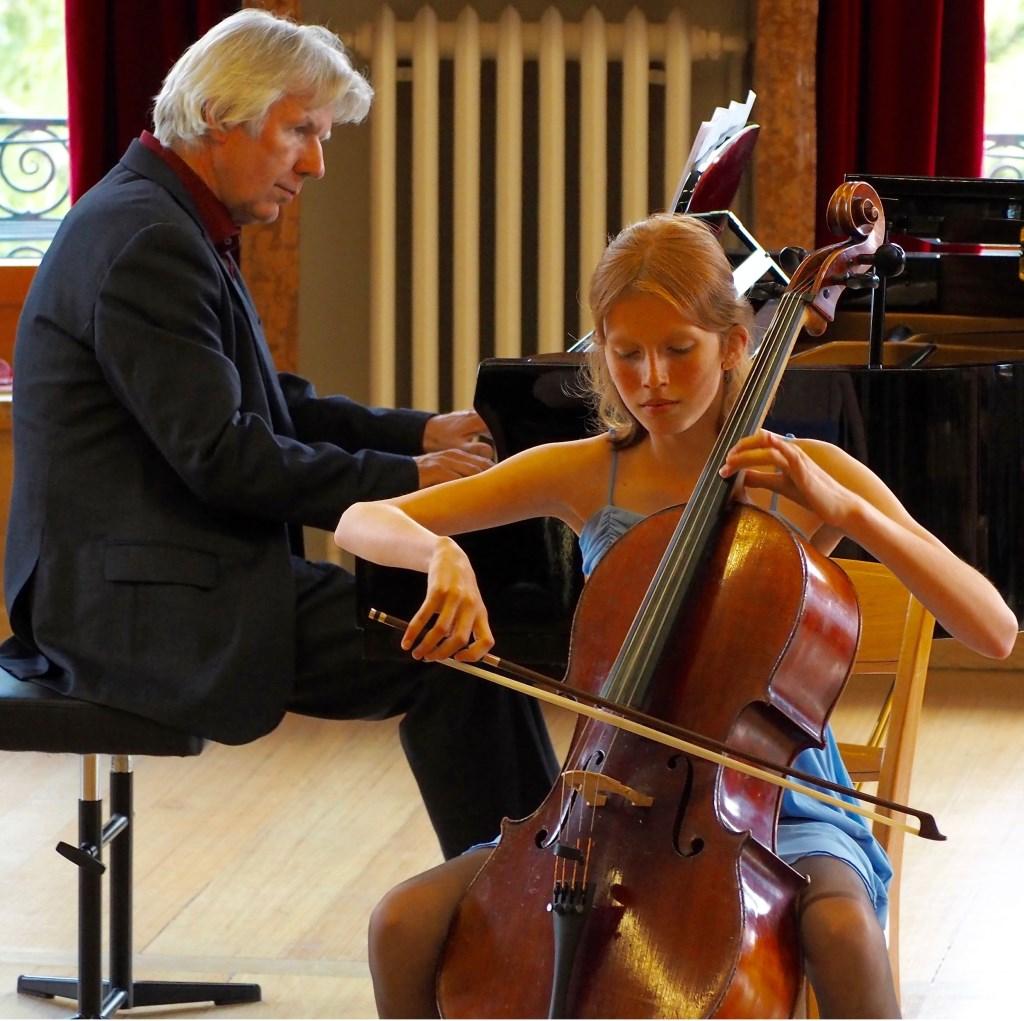 Lidwien speelt samen met de Fancy Fiddlers onder andere in het Concertgebouw. Foto: www.fancyfiddlers.nl.
