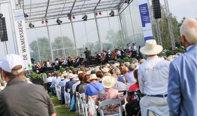 Het Orkest van het Oosten is traditioneel te gast op landgoed de Wilmbersberg in De Lutte. Dit jaar heeft het orkest Ellen ten Damme gevraagd als gastartiest.