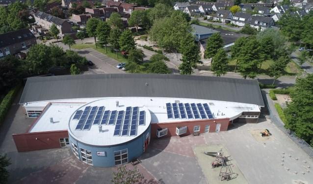 De Vuurvlinder is nu behalve een school ook een 'stroomfabriekje'. FOTO: Sustainergy/Barry Noij