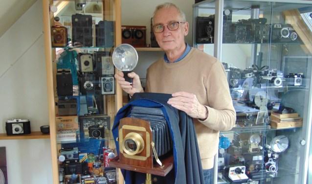 Jules Faber exposeert een groot aantal fotocamera's en foto's uit de periode tussen 1870 en 1990.