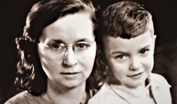 Govert en zijn moeder tijdens WO II.