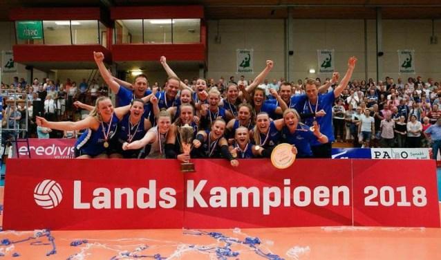 Dames 1 is weer landskampioen geworden!. (Foto: Pim Waslander)