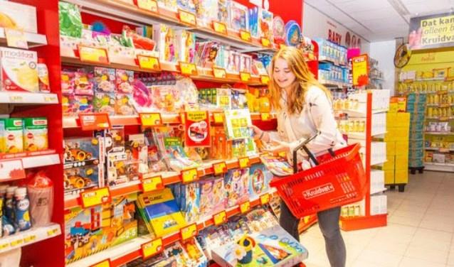 Ann Braber van Stichting vakantiehuis Thuredriht winkelt één minuut gratis. FOTO: Leander Varekamp / Hollandse Hoogte