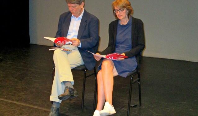 Loek Buys (Junushoff) en Trijn Romein (Cultura) tijdens hun gezamenlijke programmapresentatie.