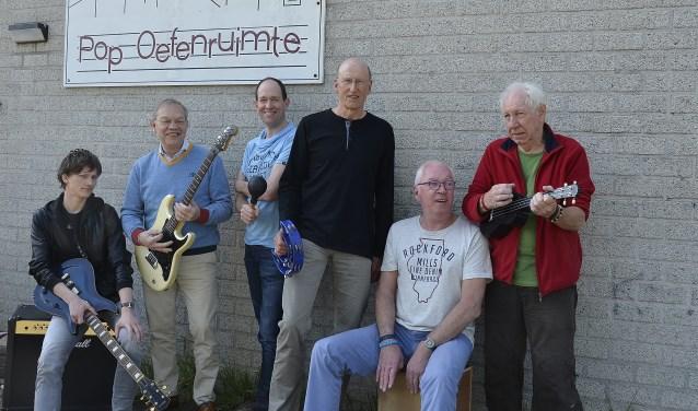 De bestuursleden van de Popoefenruimte. Van links naar rechts: Danny van den Boogaard, Gerard Janssen, Hans van Varik, Hans ten Have, Wim Arts en Wian Egberts. (foto; Ab Hendriks)