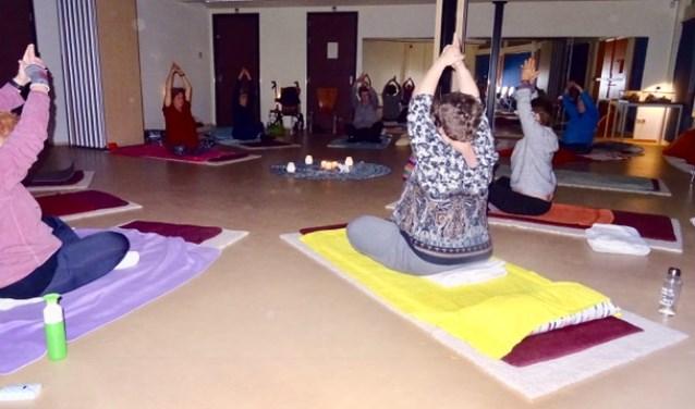 Tijdens de Yogalessen leert u beter omgaan met beperkingen van uw lichaam.