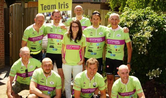 Het team Iris is er klaar voor. In het midden Iris en rechtsboven Adri Wiskerke. FOTO: PR