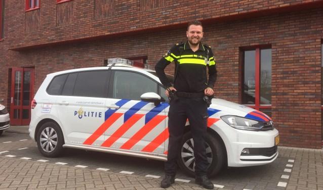 Wijkagent Sander van Beek zoekt creatieve manieren om dichterbij inwoners te komen.