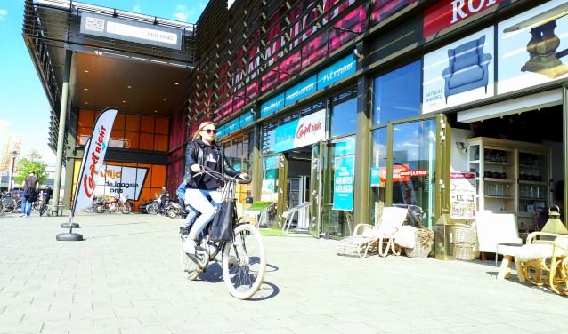 Het concept van Woonplein Enschede past bij het 'nieuwe winkelen': Geen parkeergeld en geen lastig bereikbare winkels, maar volop gratis parkeerplaatsen en een heel gevarieerd aanbod.