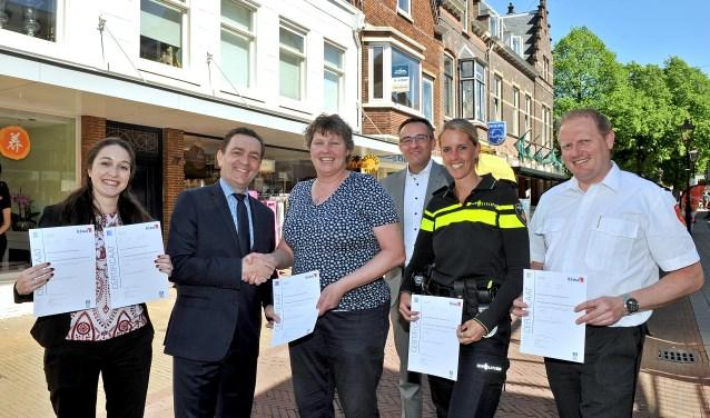 Onlangs ontvingen alle partijen van de KVO werkgroep het certificaat Keurmerk Veilig Ondernemen uit handen van burgemeester Michel Bezuijen