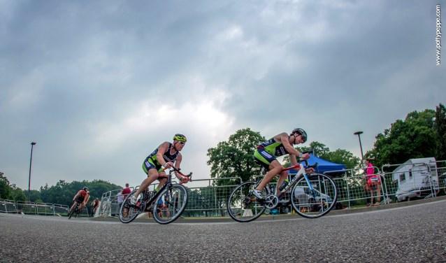 De UT-Triathlon is een populaire wedstrijd onder triatleten in heel Nederland