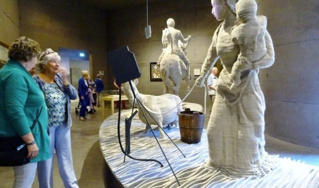 Voor vele deenemers was het de eerste keer dat zij in het Waterliniemuseum zijn geweest. Foto: Zonnebloem