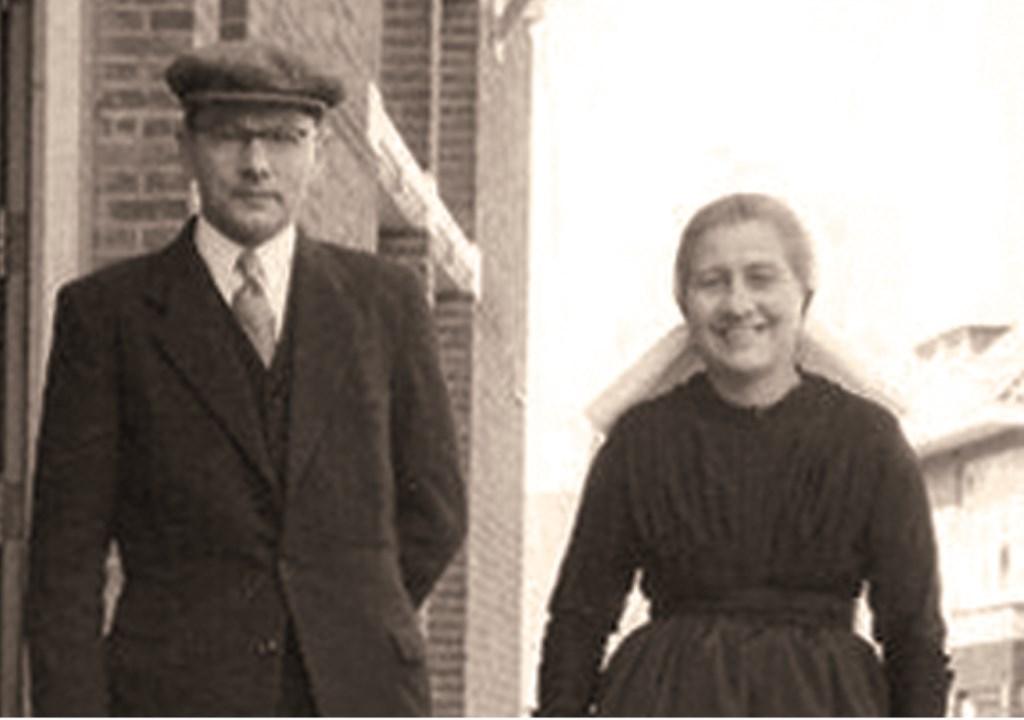 Ouderling J. Ligtenberg met zijn vrouw F. Ligtenberg-ter Harmsel. Foto: Robert van Kralingen © Persgroep