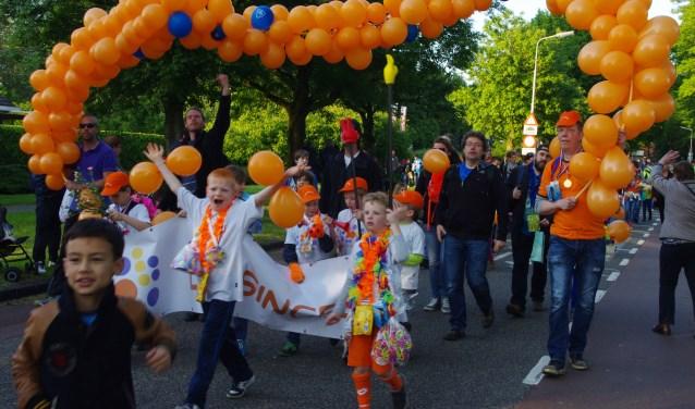 De Avondvierdaagse is elk jaar weer een groot feest, hoogtepunt is na vier dagen het défilé op donderdagavond. Foto: Johan Rijnvos