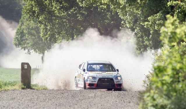 Team Van den Heuvel - Bakker tijdens de ELE Rally in 2017. FOTO: Stichting ELE Rally.