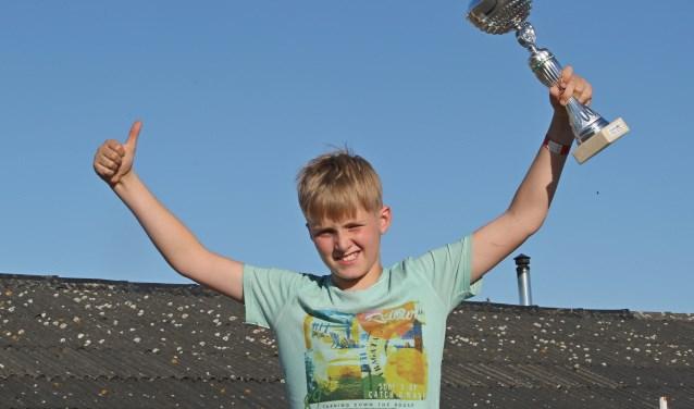 Met een verschil van luttele centimeters won hij en werd hij uitgeroepen tot dagwinnaar. FOTO: Bas Kaligis