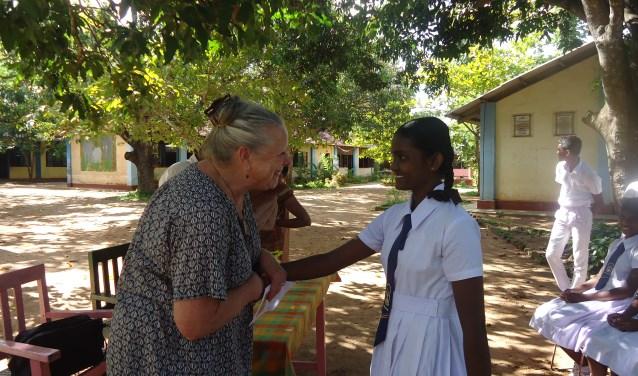 Janny Fioole werkte eerst als leerkracht in het basisonderwijs en daarna was ze zo'n dertig jaar directeur van Kinderopvang Walcheren. Ook na haar pensioen werkt ze nog met kinderen, maar nu op Sri Lanka.