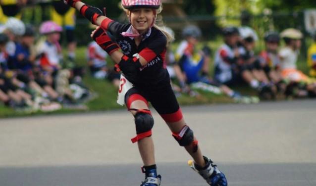 De 10-jarige Veerle van der Vlugt uit Bergen op Zoom hoopt zaterdag 12 mei in Krabbendijke minimaal 30 kilometer te skeeleren voor KiKa.