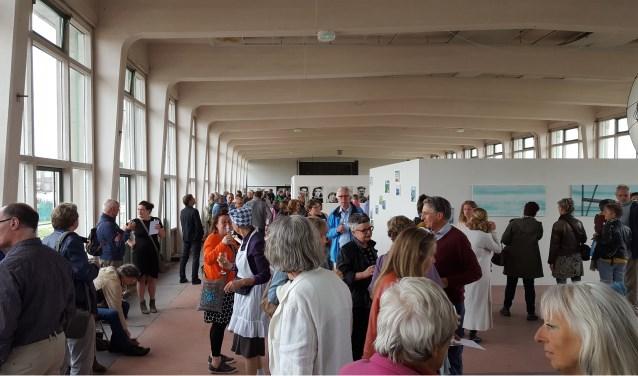 Het bezoekersaantal van bijna duizend mensen bij de opening en tijdens het pinksterweekend overtreft alle verwachtingen.