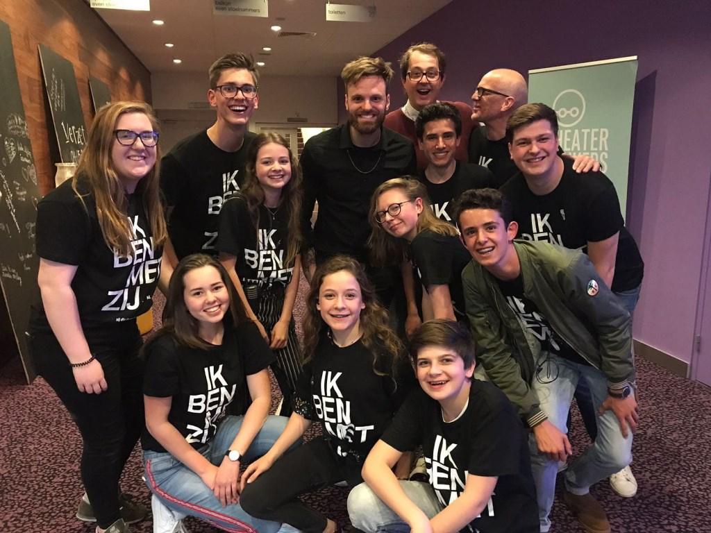 Het (grootste deel van het) team dat de Jongerenherdenking in Roosendaal mogelijk maakte. Foto: Jongerenherdenking Roosendaal © Persgroep