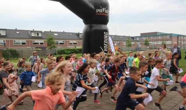 Super enthousiast gingen de leerlingen van de Heemde van start voor de Roparun en een nieuw sporttenue